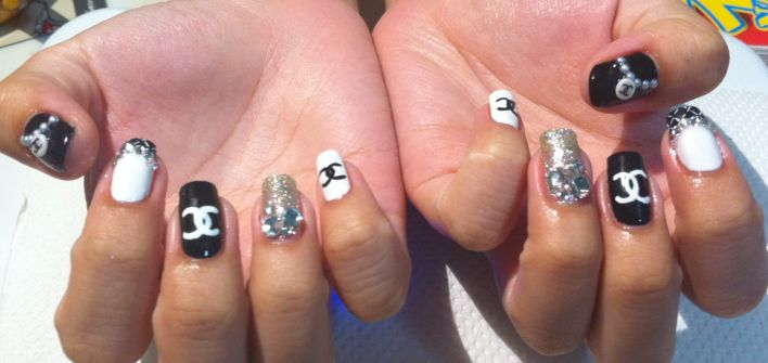 Chanel Nail Tips http://nailartexpress.com/2011/09/06/chanel-set/